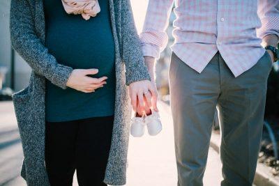 Femeie însărcinată sau persoană însărcinată? Ofuri despre criza limbajului politic și juridic contemporan